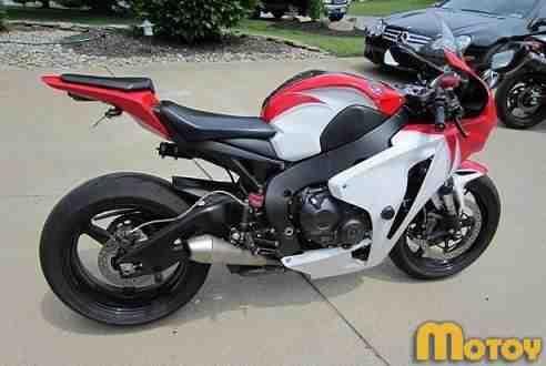 Мотоцикл Хонда cbr 1000 rr (Хонда сбр 1000 рр)