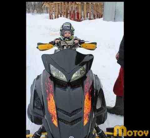 Продаю снегоход Ямаха RS вектор BAD BOY