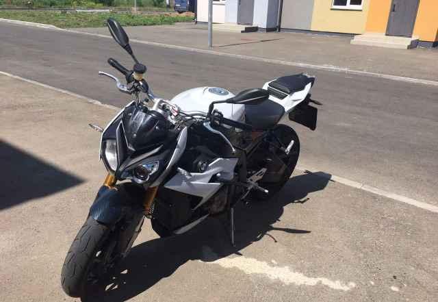 БМВ s1000r
