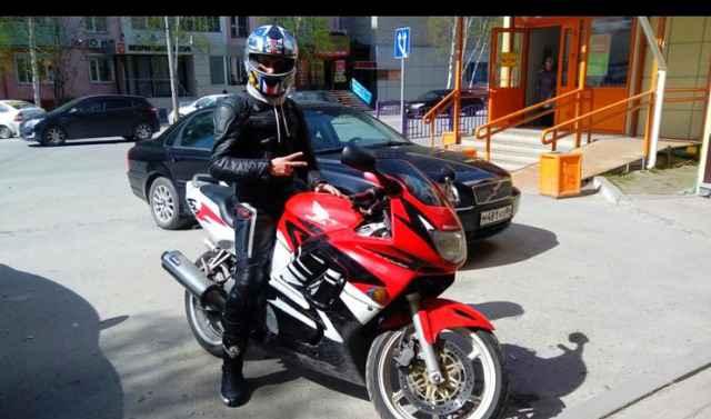 Продам мотоцикл Хонда сбр 600 Ф3