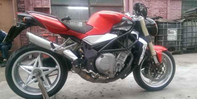 Mv агуста Brutale 750s