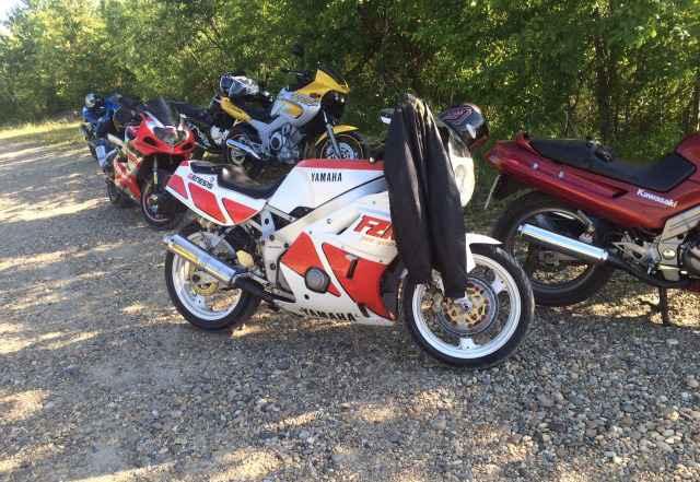 Продам мотоцикл спорт Ямаха FZR 400