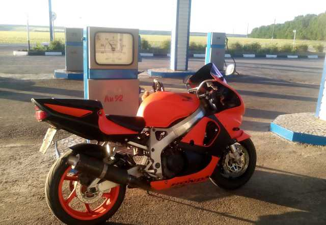 Хонда CBR900RR