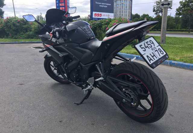 Спортивный мотоцикл Ямаха Р3