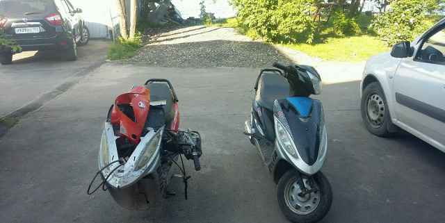 2 скутера на ходу