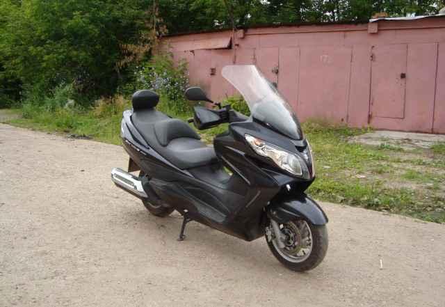 Максискутер Suzuki Скайвэй 400