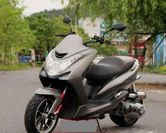 Тюнинговый скутер Ямаха SMax 200. 2017год