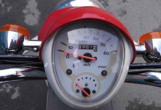 Винтажный скутер Хонда Scoopy